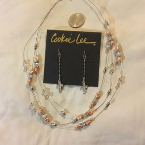 Nice set of jewelry with pearls and rhinestones.